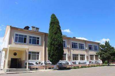 Нашето училище - Име на фирма + град